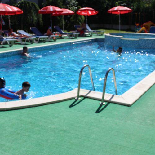 Bazén hotelu Mondial v Eforii Nord | Zdroj: CK KM