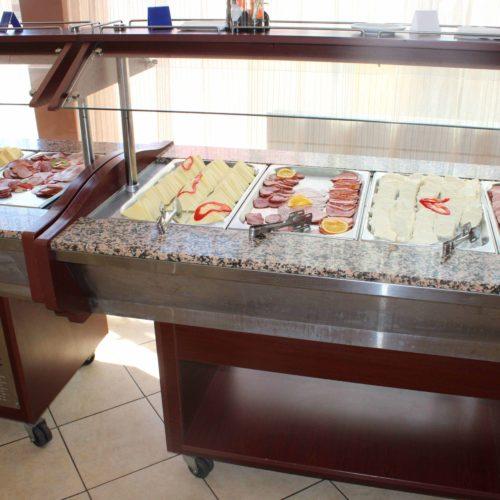 Restaurace hotelu Victoria v Mamaii | Zdroj: CK KM