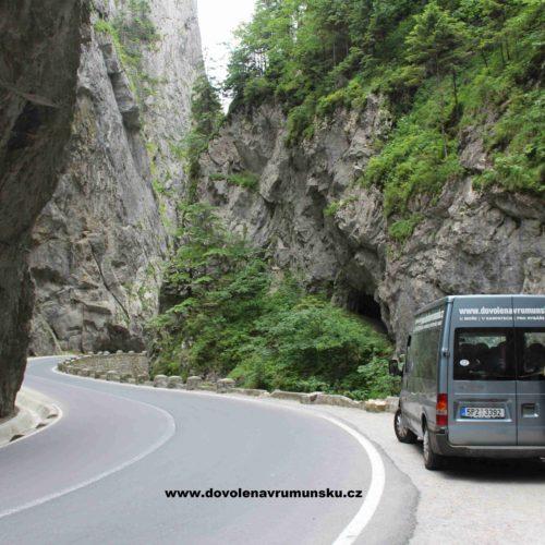Silnice u Červeného jezera | Zdroj: CK KM