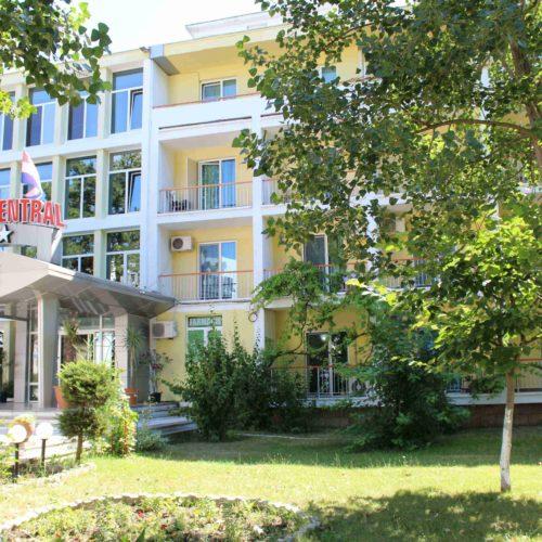 Zahrádka hotelu Central - Mamaia | Zdroj: CK KM