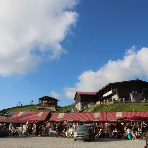 Hotely a obchudky na vrcholku Transfagarasan | Zdroj: CK KM