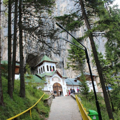 Klaster v jeskyni Ialomita v Karpatech | Zdroj: CK KM