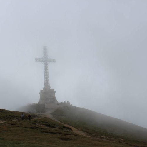 Kriz na vrcholku pohori Bucegi | Zdroj: CK KM