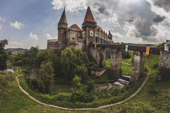 Poznávací zájezd do Karpat s výletem do Bukurešti.