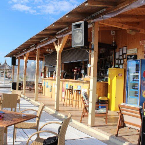 Bar na pláži v Mamaii | Zdroj: CK KM