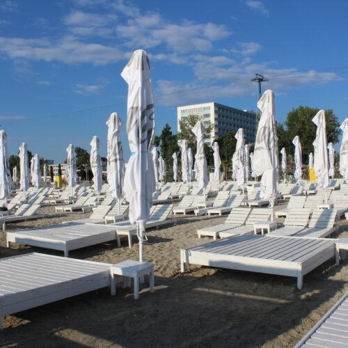 Lehátka na pláži v roce 2020 - Mamaia | Zdroj: CK KM